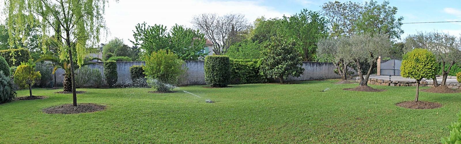 Les jardins varois flayosc for Entretien de jardins 08300